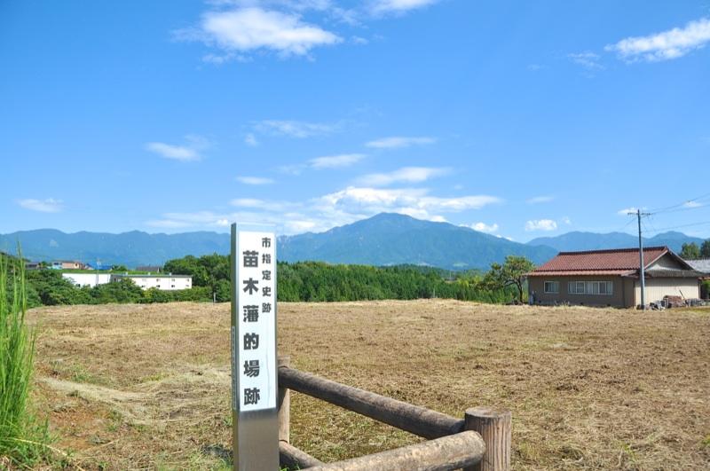 苗木藩 的場跡からの恵那山 border=