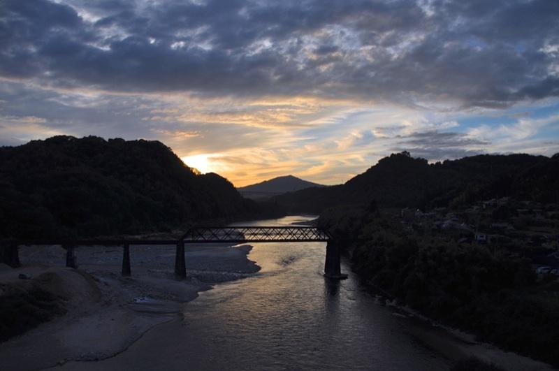 奥恵那峡の夕景色 border=