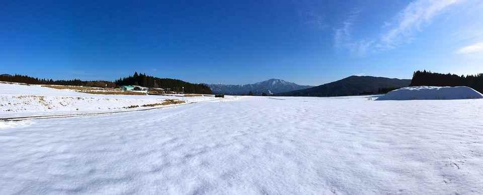 広いぞ〜、椛の湖そば畑から恵那山。今だけの撮っておきの景色  border=