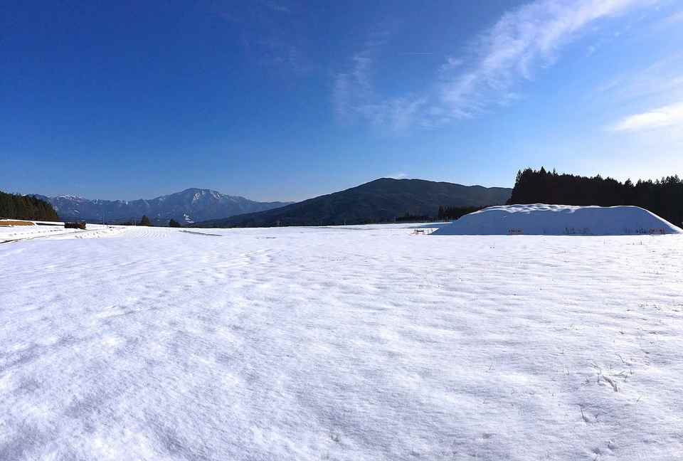 広いぞ〜、椛の湖そば畑から恵那山。今だけの撮っておきの景色