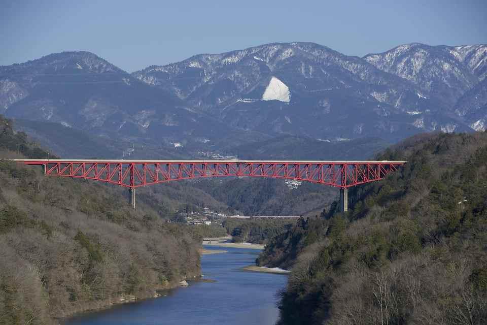 木曽川城山大橋はまるで龍が如く
