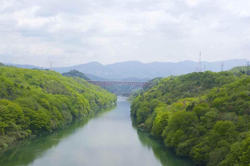 春爛漫の木曽川の景色