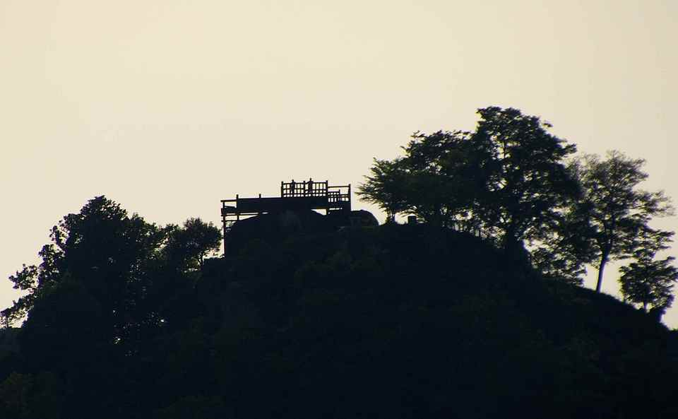 苗木城跡の人影