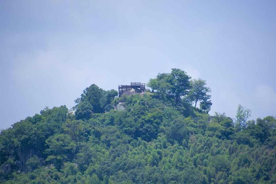 玉蔵橋から苗木城跡の眺め