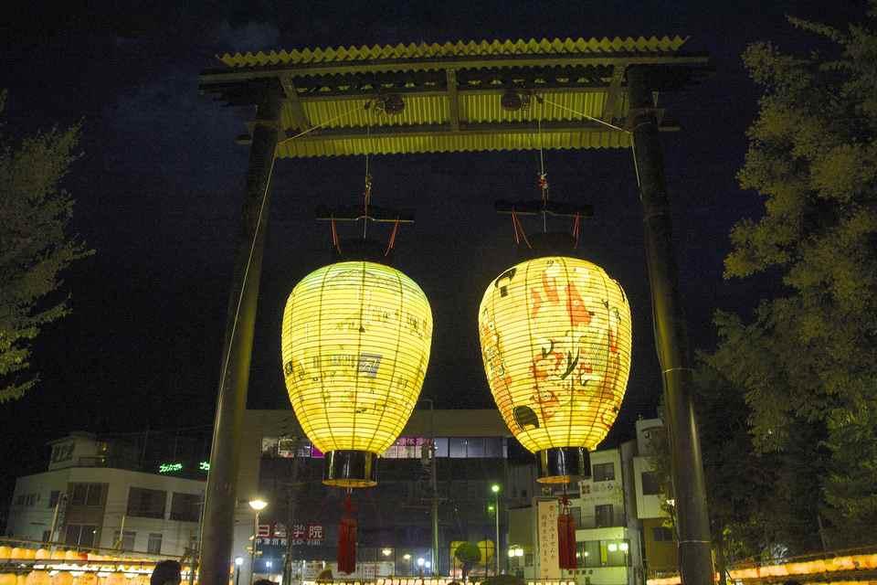 今年も中津川駅前の大提灯に灯が入った。 border=