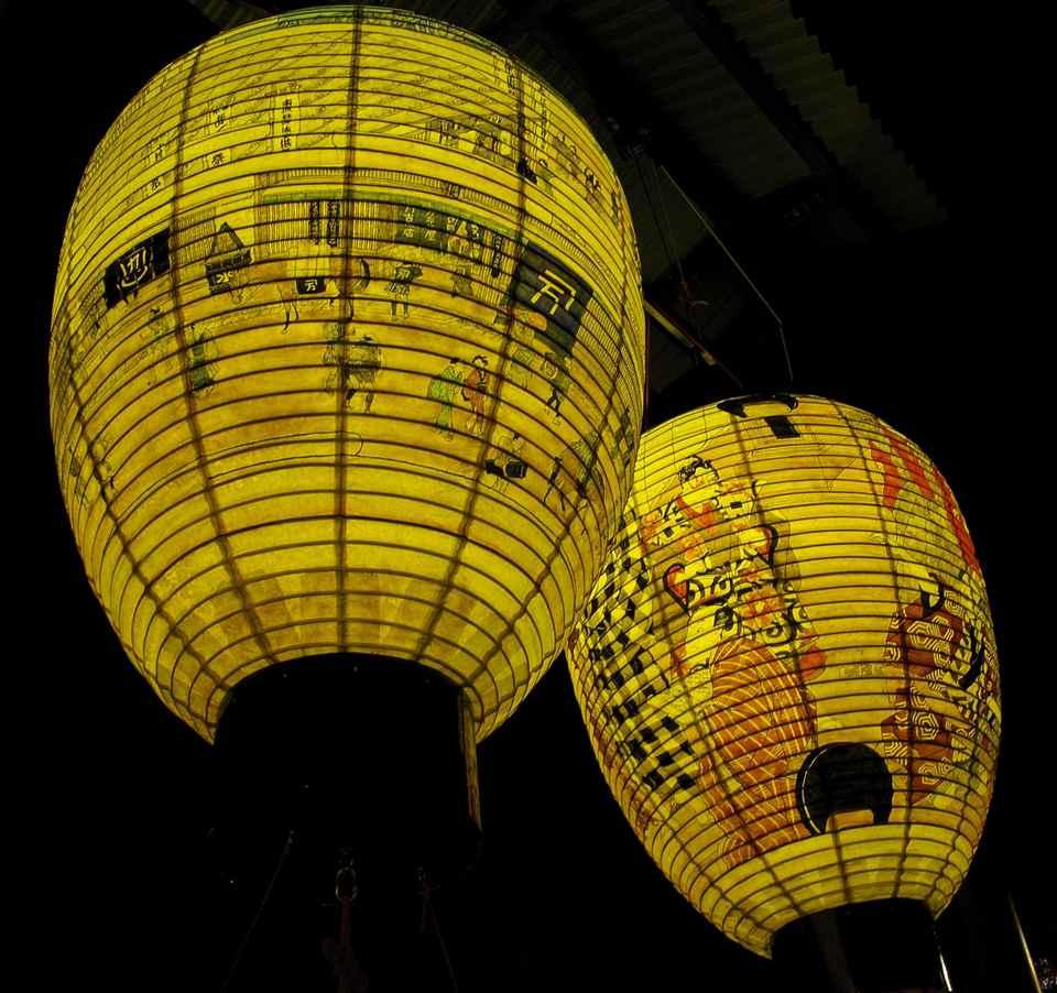 今年も中津川駅前の大提灯に灯が入った。