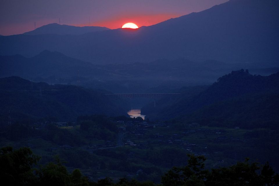 落陽に光る木曽川。