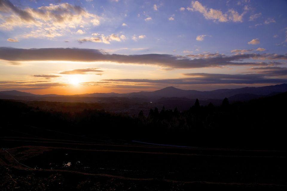 古人もこの夕陽を眺め、旅路を急いだ。 border=