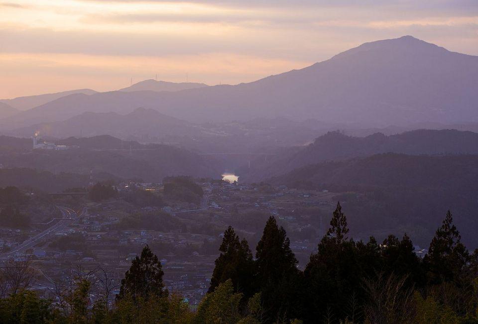 古人もこの夕陽を眺め、旅路を急いだ。