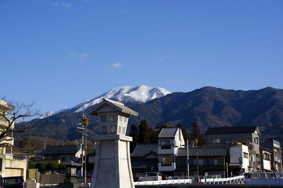 中山道中津川宿、四つ目川橋からの恵那山