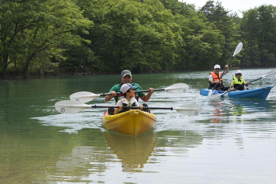 高峰湖「カヤック&森の学校」始まる。