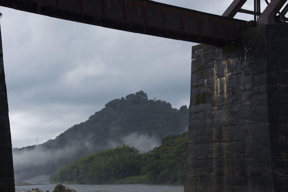 夕暮れの北恵那鉄橋と城山