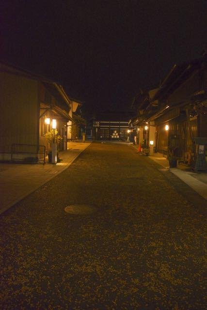 夜の街ぶら、街あかり、中山道中津川宿。
