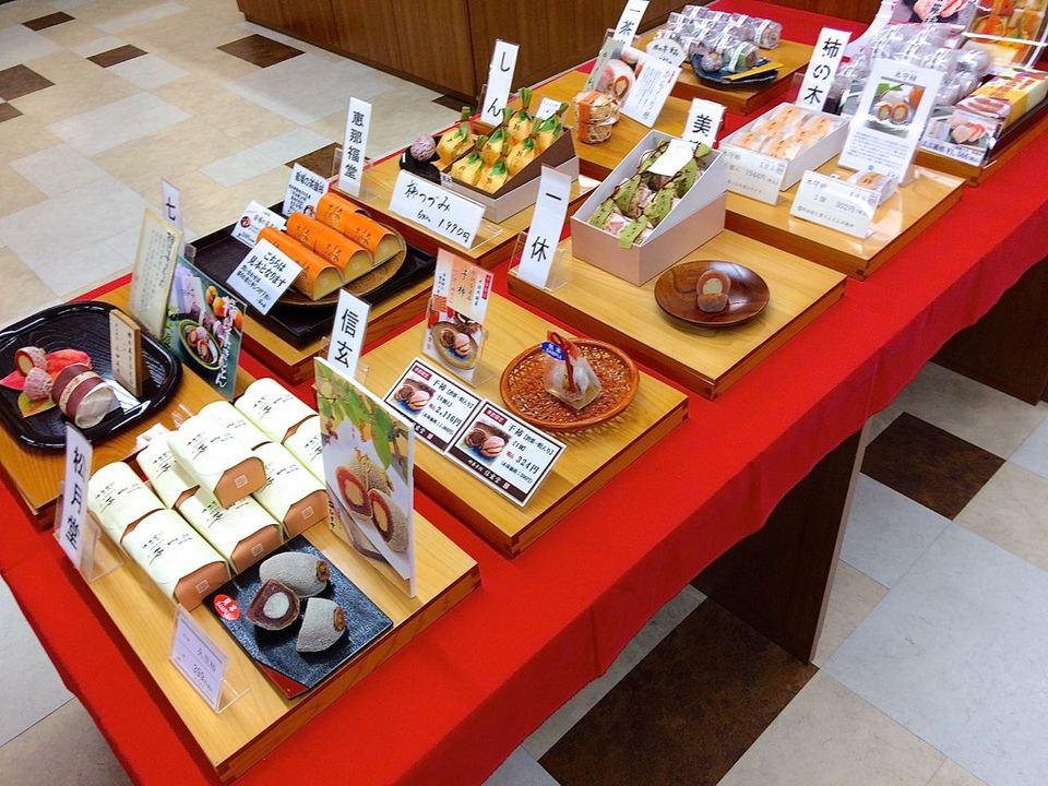 冬の中津川銘菓「柿と栗きんとん」10店舗勢揃い JR中津川駅前にぎわい特産館
