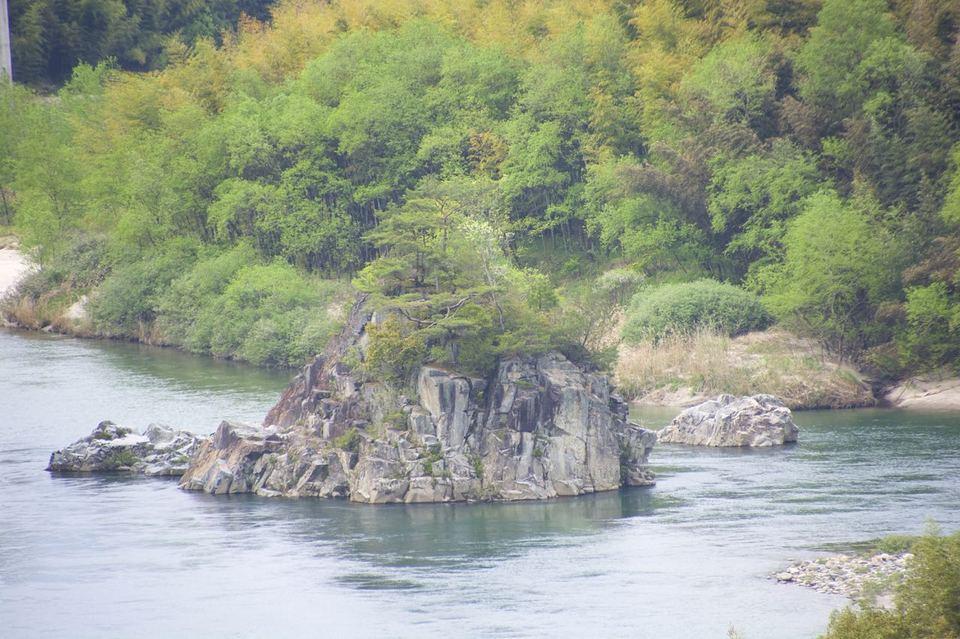 乙姫岩と竜宮伝説