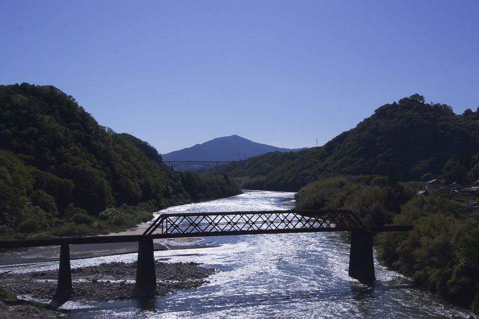 皐月晴れ 午後の木曽川照り返し border=