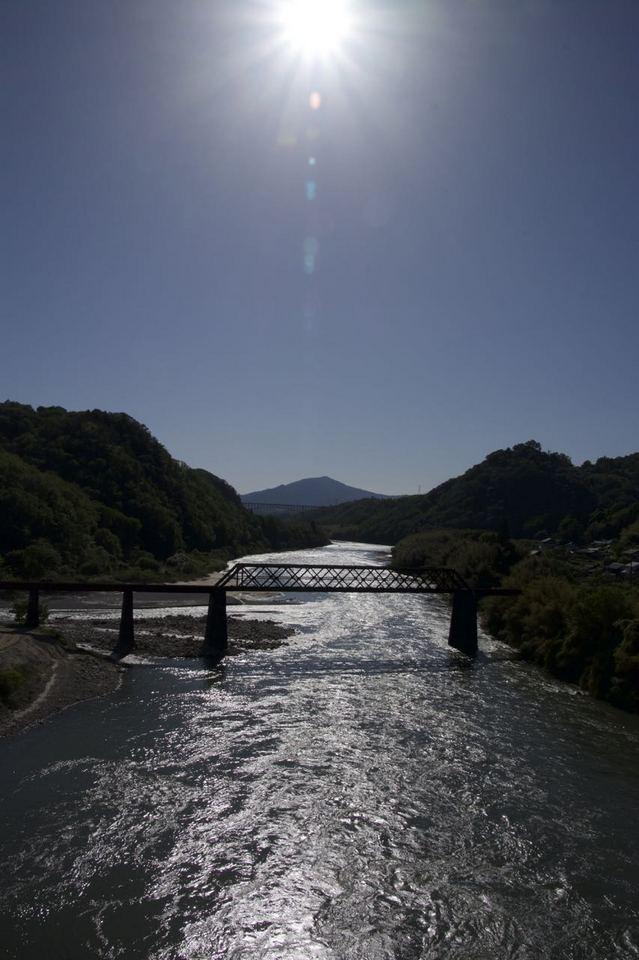 皐月晴れ 午後の木曽川照り返し