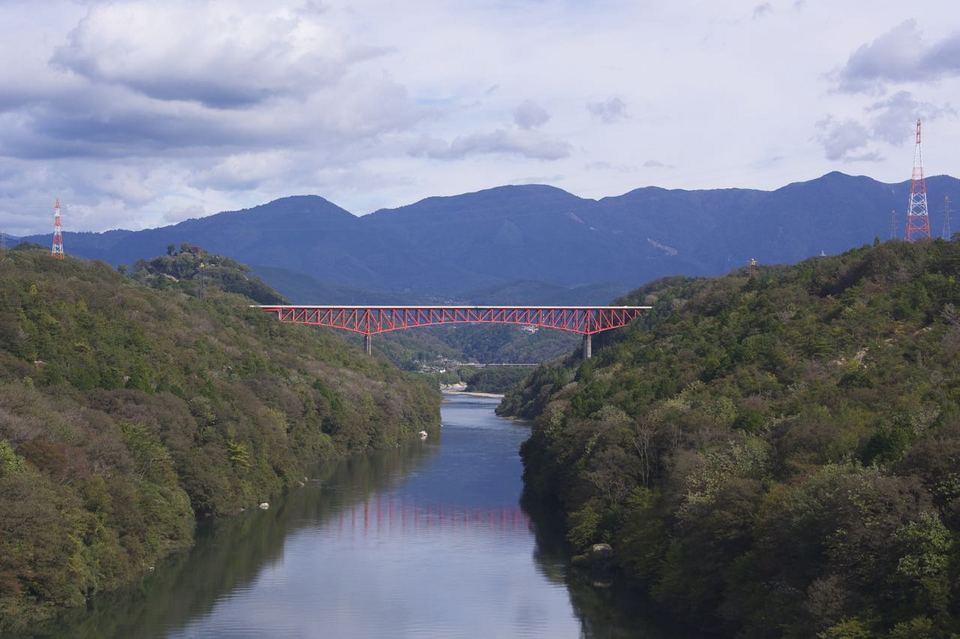 木曽川と城山大橋 border=