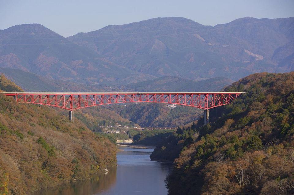 「今しかない木曽川奥恵那峡の紅葉」