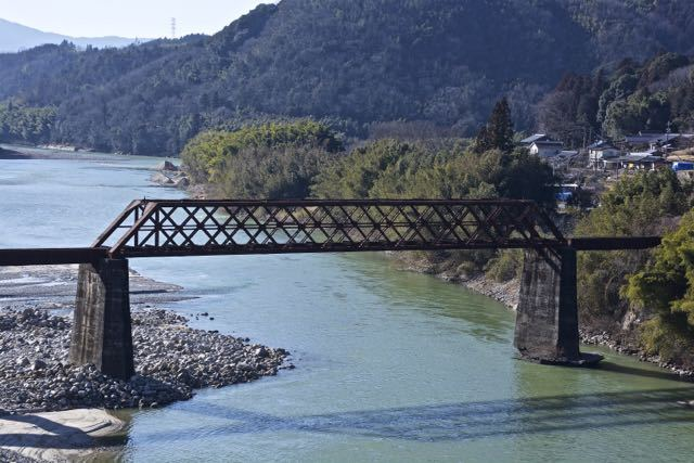 春めき始めた木曽川と苗木城跡