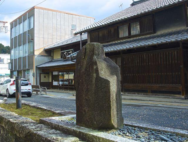 日本画の巨匠「前田青邨画伯」生誕地の碑