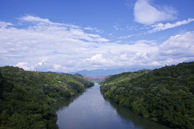 木曽川を一跨ぎ「紅い鉄の龍」は城山大橋 border=