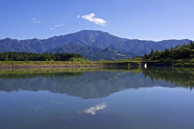 恵那山上空、一点の雲。
