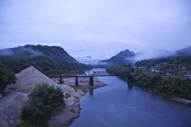 冷たい雨の北恵那鉄橋。 border=