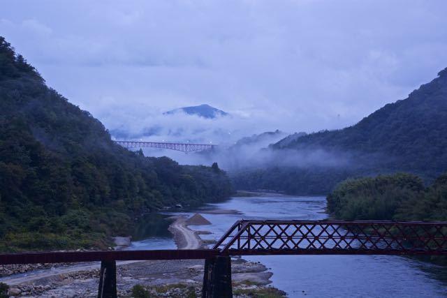 冷たい雨の北恵那鉄橋。