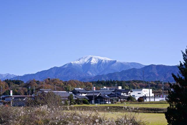 恵那市観音寺付近からの恵那山、恵那山は恵那市にはありません。 border=