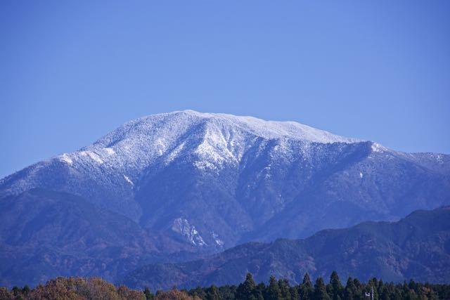 恵那市観音寺付近からの恵那山、恵那山は恵那市にはありません。