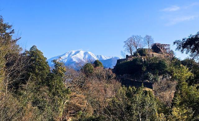 豪華景観、恵那山と苗木城跡。