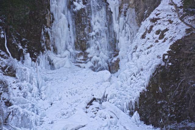 今年の寒波は凄い、上臈の滝が凍結。