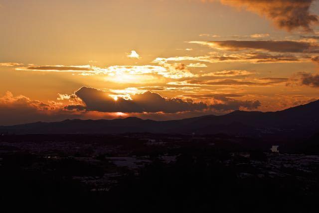 沈む夕陽を追いかけて、新茶屋夕陽の丘から。