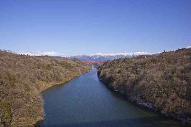 2月の美恵橋から城山大橋、奥恵那峡の冬景色。 border=