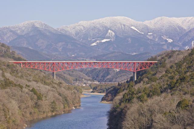 2月の美恵橋から城山大橋、奥恵那峡の冬景色。