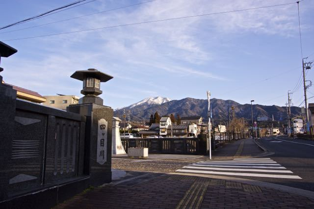 なんとなく春めく四ッ目川橋からの恵那山。 border=