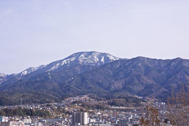 春近し、恵那山の雪解け。