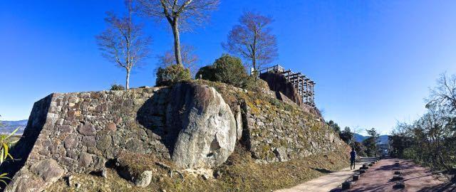 巨岩と石組の美学。