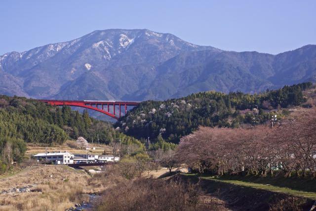 春らしい恵那山の姿です。