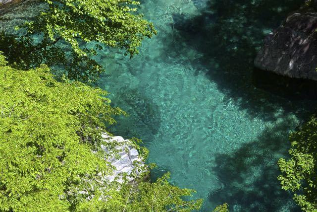 6月の付知峡攻め橋「エメラルド水と新緑」