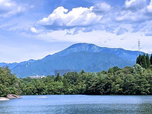 ひょうたん池からの恵那山。