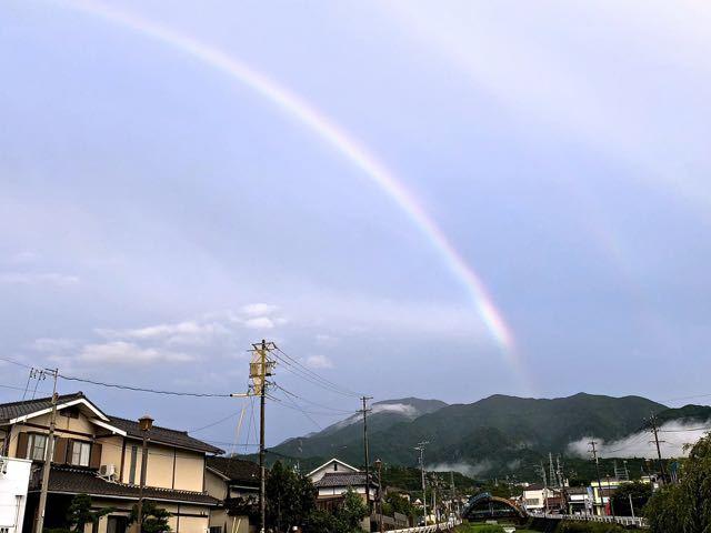 恵那山の上、物凄く綺麗な虹が出た。