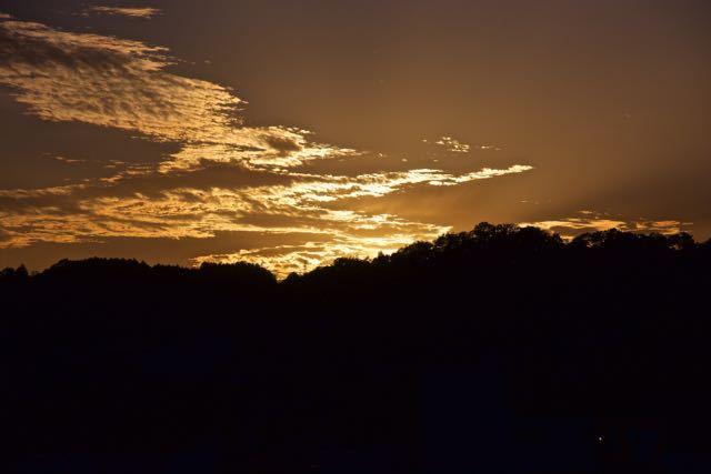嵐の前は夕焼けが美しい?