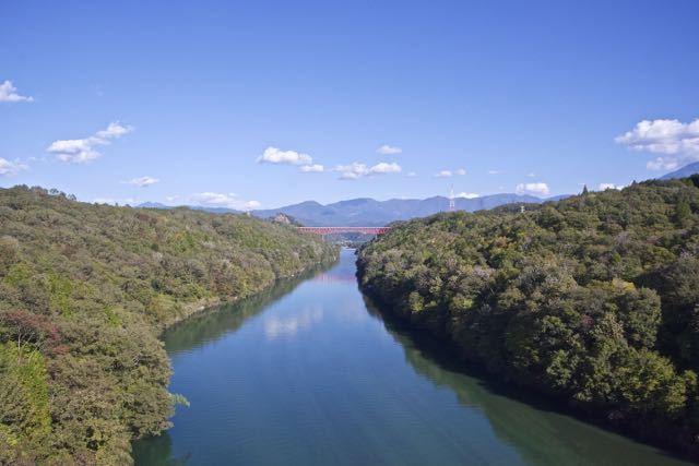 木曽川を跨ぐ城山大橋と苗木城跡の絶景。 border=