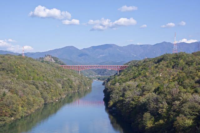 木曽川を跨ぐ城山大橋と苗木城跡の絶景。