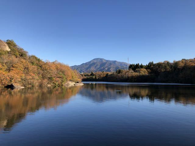 秋深し ひょうたん池の 逆さ恵那