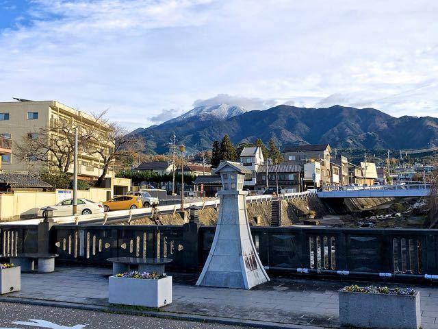 今季節初冠雪の恵那山お目見え。