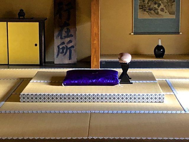 見事なナマコ壁の中津川脇本陣と上段の間
