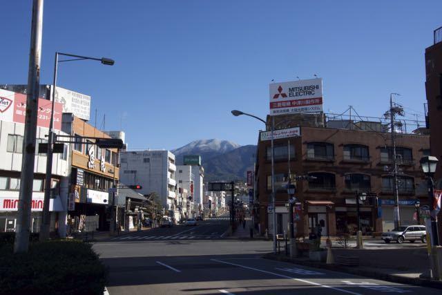 JR中津川駅前からの恵那山、今日はクリスマス イブ。 border=
